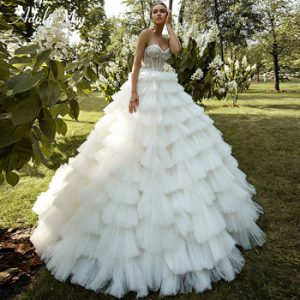 Romantic Sweetheart Neck Appliques Bride Ball Gown Wedding Dress 2020 Luxury Lace Beaded Tiered Court Train Princess Bridal Gown discountshub